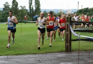 Leaders leaving Caldicott School, Burnham Beeches Half Marathon 2007